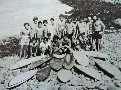 Surfistas canarios y surfistas cantábricos a principios de los 70 en el Lloret, Las Palmas de Gran Canaria. Foto: Archivo Octavio Suárez