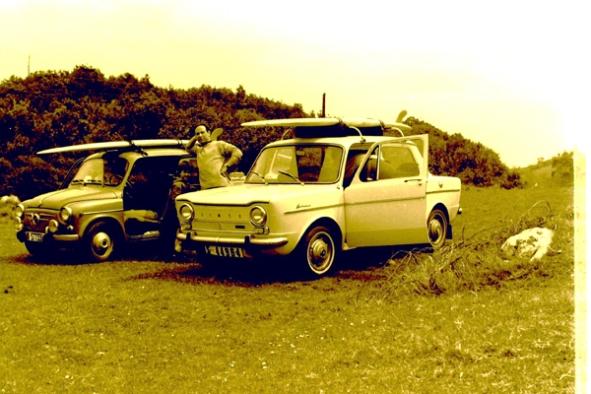 Juan Giribet entre el parque automobilistico de la época y las tablas en la baca. Otoño de 1965, Islares (Cantabria).