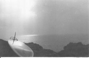 Tabla de la marca Acacias en 1976, de surfari en Portugal (acantilado de Ericeira).