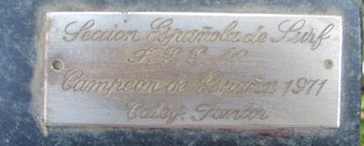 Inscripción en el trofeo auténtico.