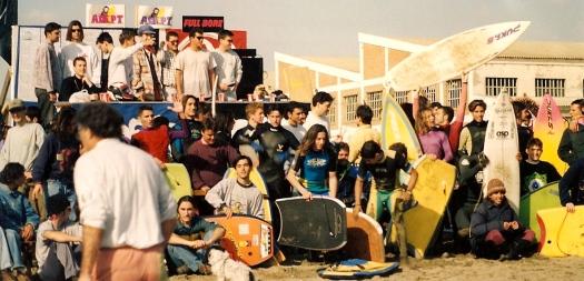 Campeonato de surf y bodyboard organizado por la tienda ADEPT en la playa de la misericordia. Enero de 1994. Cortesía: David Camacho.