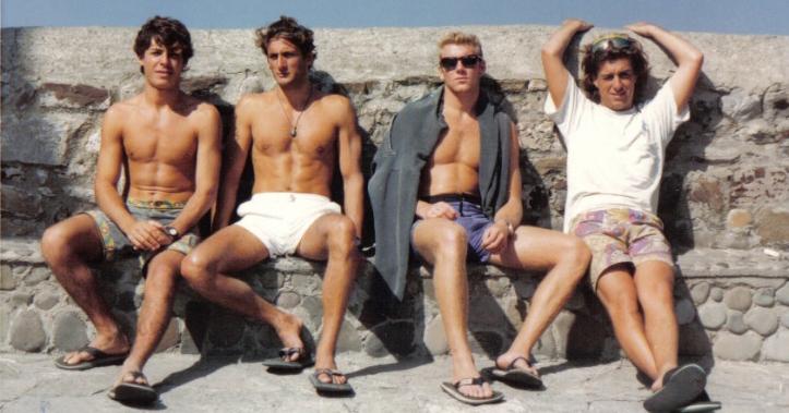 De izquierda a derecha: David Jaramillo, probablemente el mejor surfista de Málaga en los 90; Nacho Fontán, surfista y juez en numerosos campeonatos de los 90; Javier Alcaide, surfista de Pedregalejo; y Pedro González, surfista y juez en numerosos campeonatos de los 90.