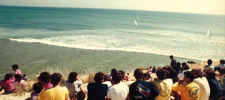 Campeonato de Yerbabuena, 1986. El malagueño de Torremolinos, Blas Palomo, campeón junior. Un espectáculo desde el acantilado, abarrotado de gente.