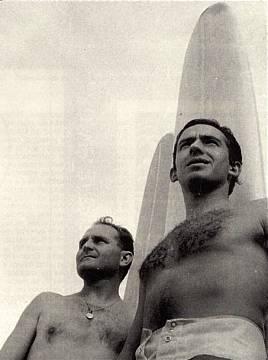 Elejoste a la izquierda, con Pradera en los años 60.
